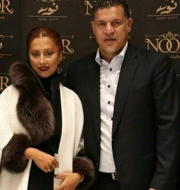 عکس: علی دایی و همسرش در یک گالری