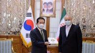 ماجرای پوشهای که رئیس مجلس به نخست وزیر کره جنوبی داد