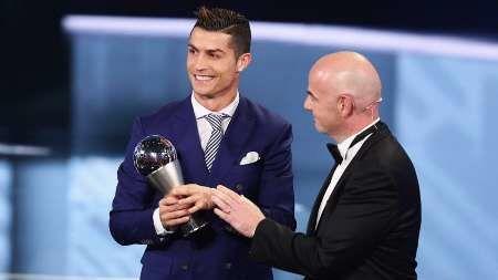 برای پنجمین بار کریستیانو رونالدو  بهترین بازیکن جهان شد