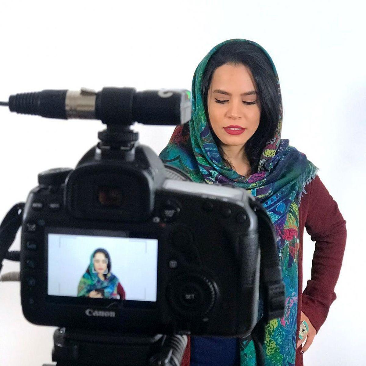ملیکا شریفی نیا در آغوش خواهرش + عکس