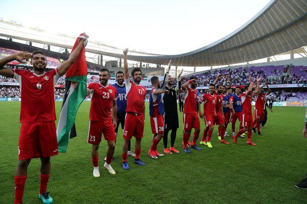 شگفتی در جام ملتها/ مدافع عنوان قهرمانی بازی را به اردن واگذار کرد + تصاویر شادی اردنی ها