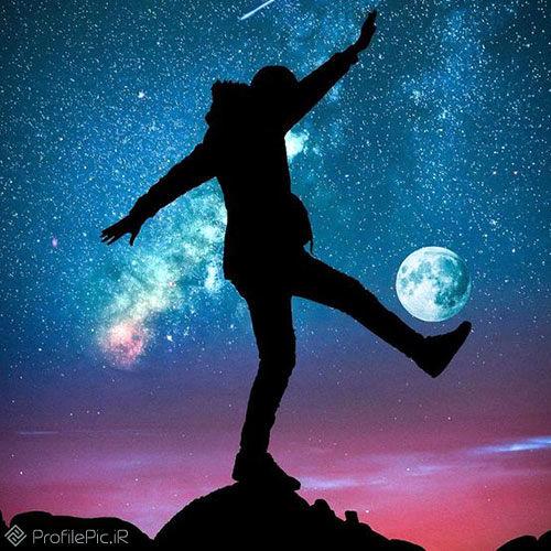 عکس پروفایل پسرانه؛ فوتبال با ماه