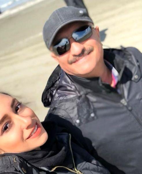 عکس خوشحال و خندان مسعود روشنپژوه با دخترش