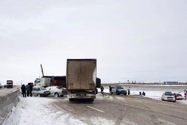 تصاویر تصادف زنجیره ای بزرگ ۲۰۰ خودرو در اتوبان قزوین به زنجان + جزئیات