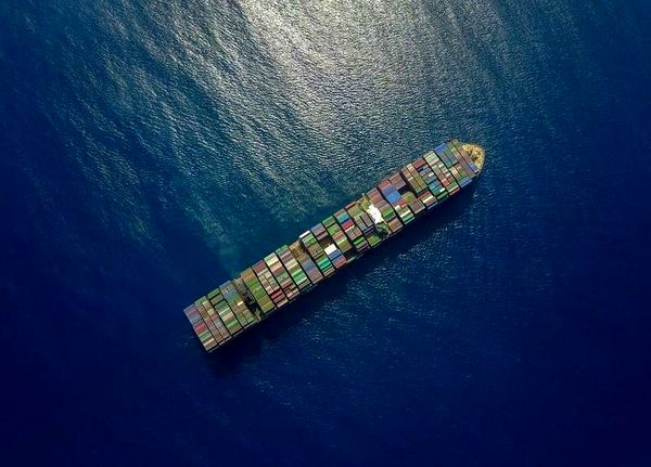 مبادله اسناد در جبل الطارق؛ کشتی توقیفی با پرچم ایران حرکت می کند