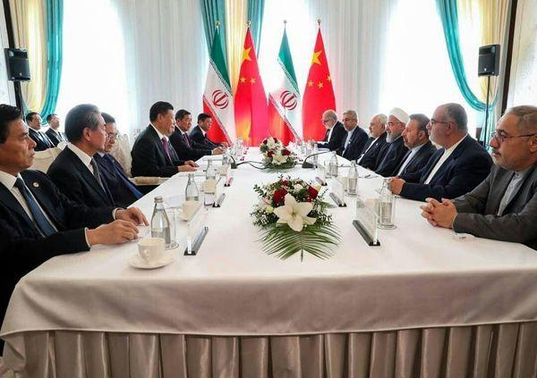 روحانی: در برابر آمریکا ایستادگی می کنیم