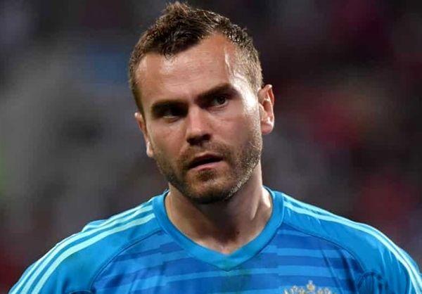 آکنفیف  دروازهبان و کاپیتان تیم ملی فوتبال روسیه دستکشهایش را آویخت