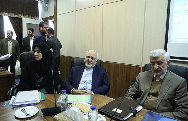 سرنوشت عجیب ظریف؛ ناصری: دستگاه وزارت خارجه امروز مثل زمان دولت احمدی نژاد یکه تاز در عرصه سیاست خارجی نیست/ به عصر جلیلی باز نمی گردیم