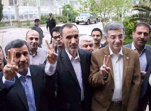 فیلم / ثبت نام محمود احمدی نژاد در انتخابات 96