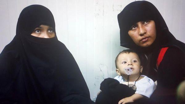 دیدار قربانیان جنسی و همسران داعش در کمپ بیوهگان با یک مستندساز +عکس
