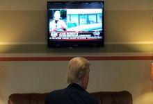 وقت کشی عجیب ترامپ مقابل تلویزیون