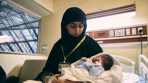 ببینید اولین نوزادی که در مناسک حج به دنیا آمد