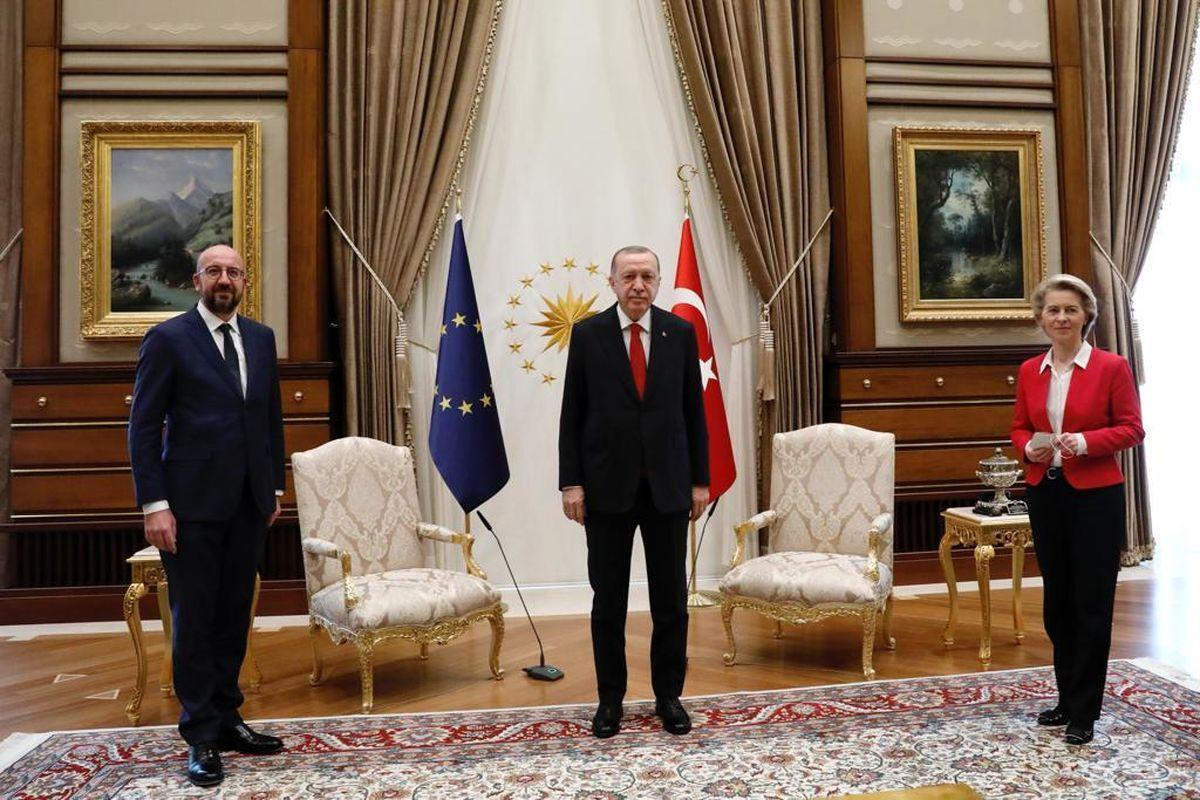 مهمان خارجی آنکارا در دیدار با اردوغان بدون صندلی ماند!