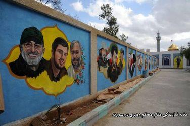 تصویر حاج قاسم سلیمانی بر دیوار حرم حضرت زینب (س)