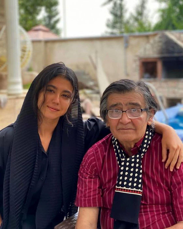 عکس لو رفته رضا رویگری با 2 دختر جوان در خانه اش | تصاویر رضا رویگری