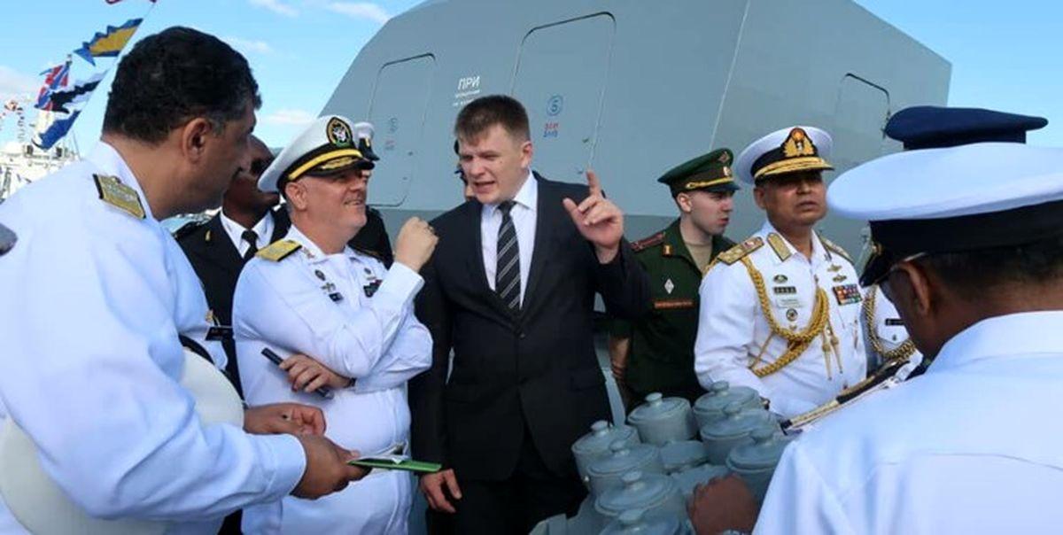 حضور فرمانده نیروی دریایی ایران در رژه دریایی ارتش روسیه