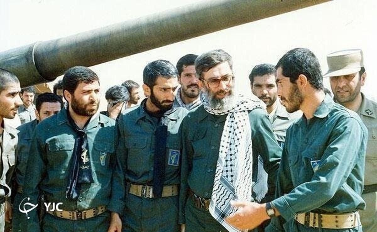 تصاویر دیده نشده از رهبر انقلاب با لباس نظامی