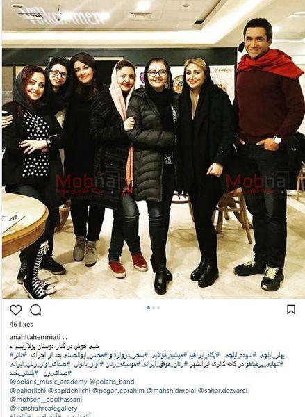 آناهیتا همتی و دوستانش در کافه گالری ایرانشهر/عکس