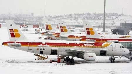 بارش شدید برف باعث لغو ده ها پرواز در فرودگاه بین المللی مادرید شد