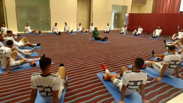 جام آسیایی/ تمرین کششی سبک بازیکنان در سالن هتل پیش از بازی با یمن+عکس