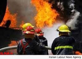 آتشسوزی گسترده در پارکینگ ساختمان مسکونی/ گرفتار شدن بانوی میانسال در میان دود و آتش