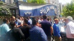 فیلم/ تجمع هواداران استقلال مقابل دفتر باشگاه